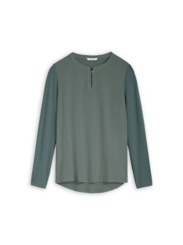 Long sleeve top with button detail