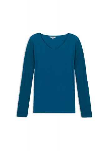 Long sleeve sweater with V neck