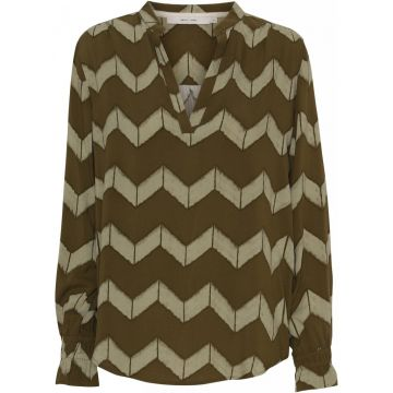 Paff blouse in an all over chevron print