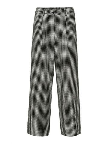 Checked trousers in a cropped length