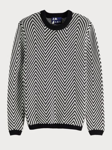 Pullover with chevron pattern