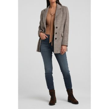 Soft wool blend blazer in an all over check pattern